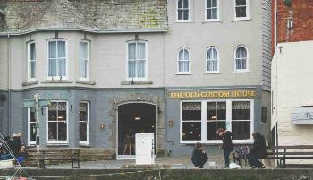 Old Custom House Inn