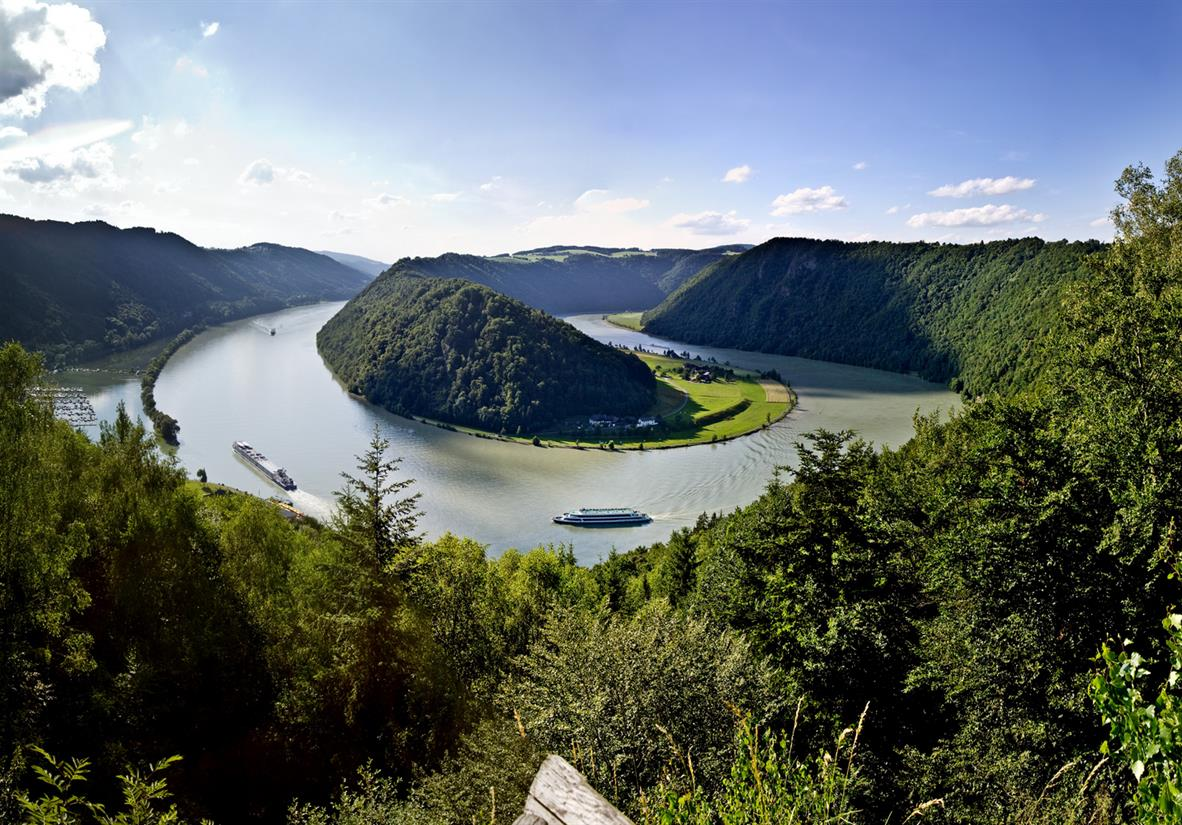 The dramatic turn of the famous Danube river bend