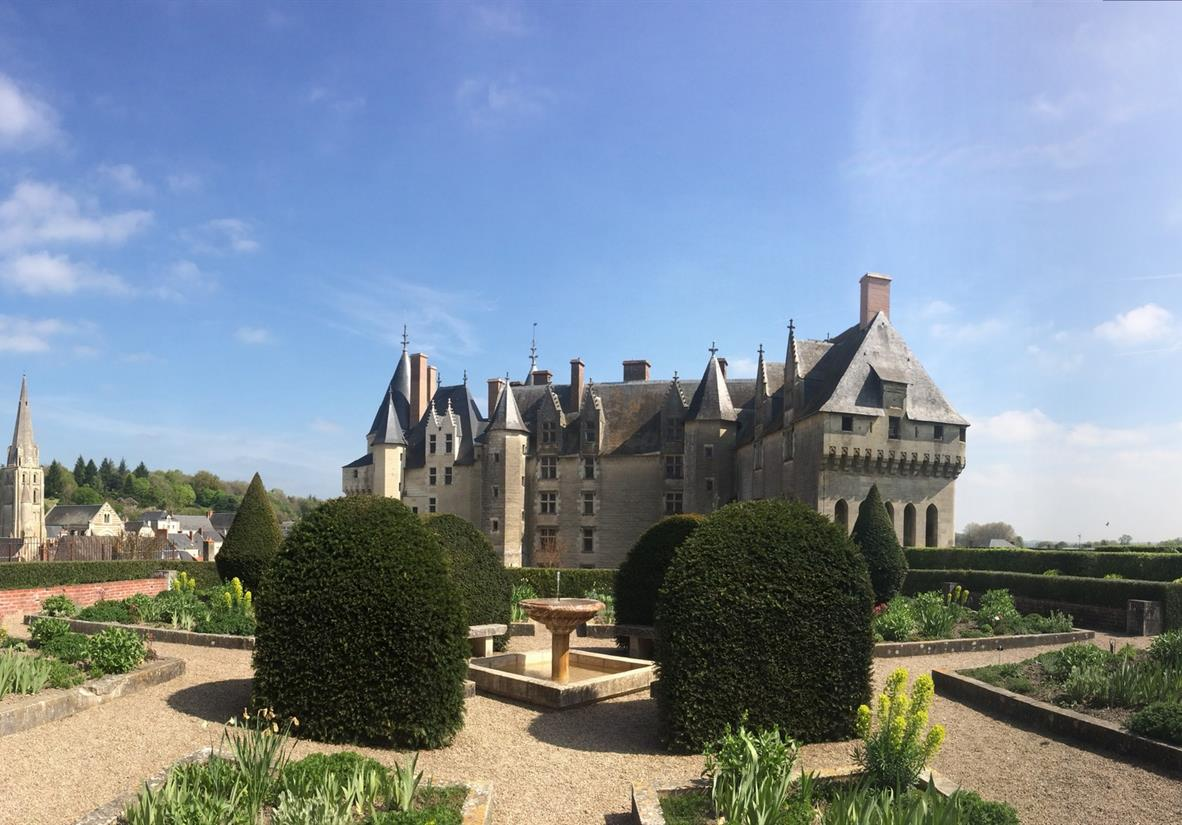 Beautiful Loire Valley chateaus