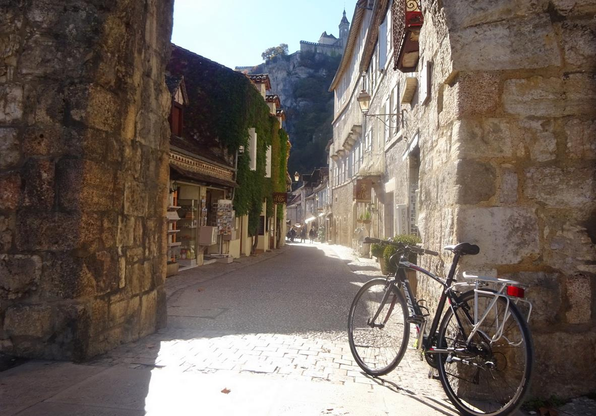 Pedal the charming villages of Dordogne