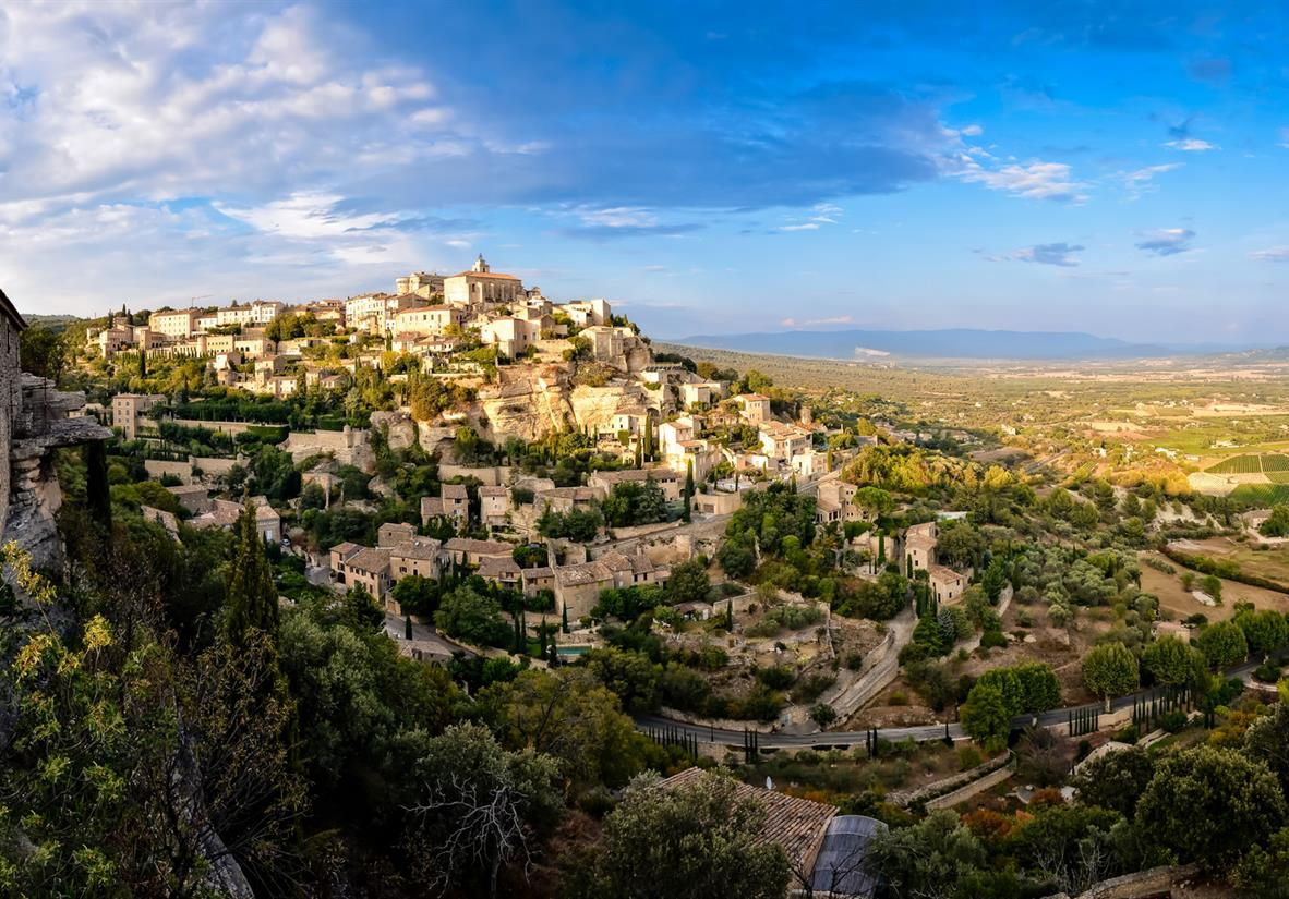 Panoramic views of Gordes hilltop village