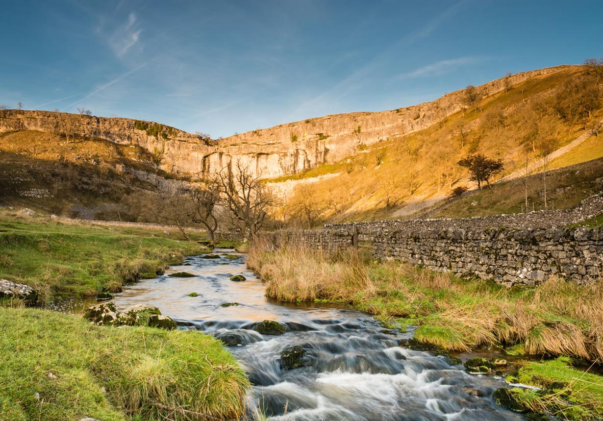 Pass by Malham Cove, a spot of beauty in Yorkshire