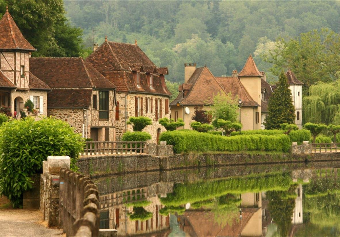 Hill Top Villages Of The Dordogne Self Guided Walking Tour Macs Adve