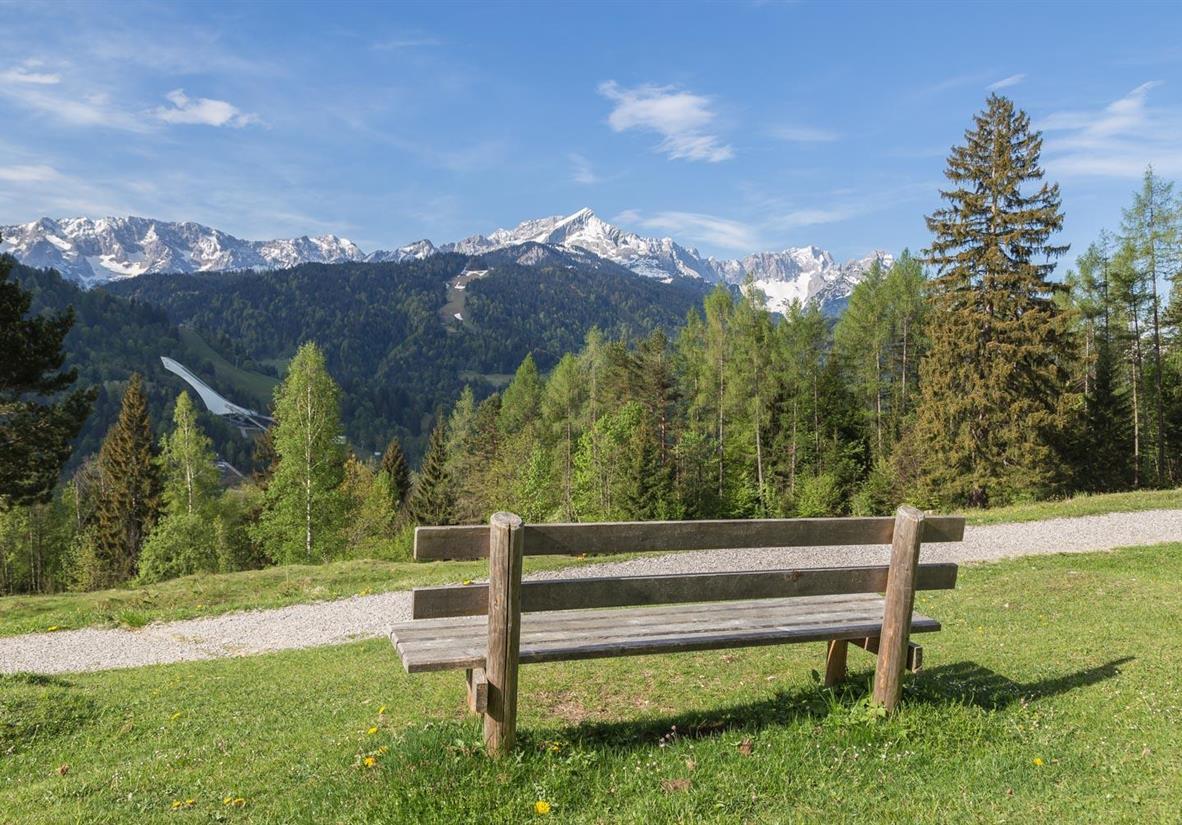 Scenic trail around Vank Mountain