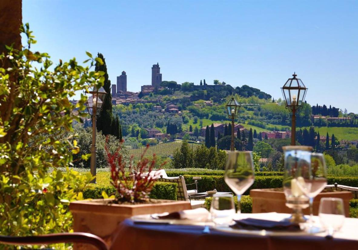 Abendessen mit Blick auf San Gimignano