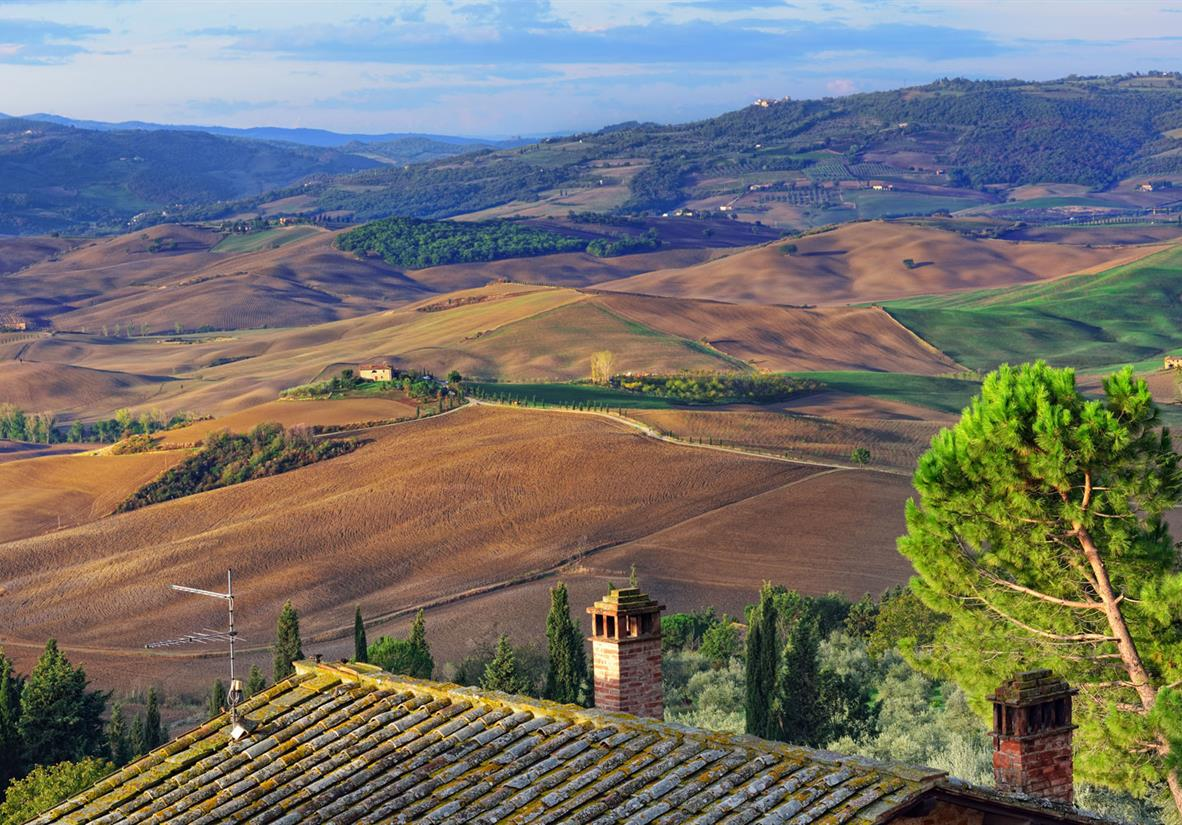 Trails through idyllic Tuscan landscapes