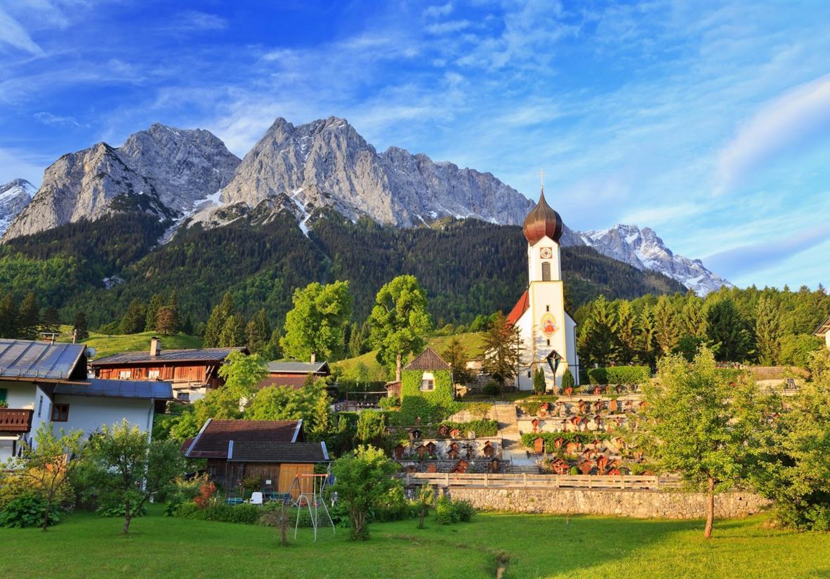 Zugspitze mit Kirche