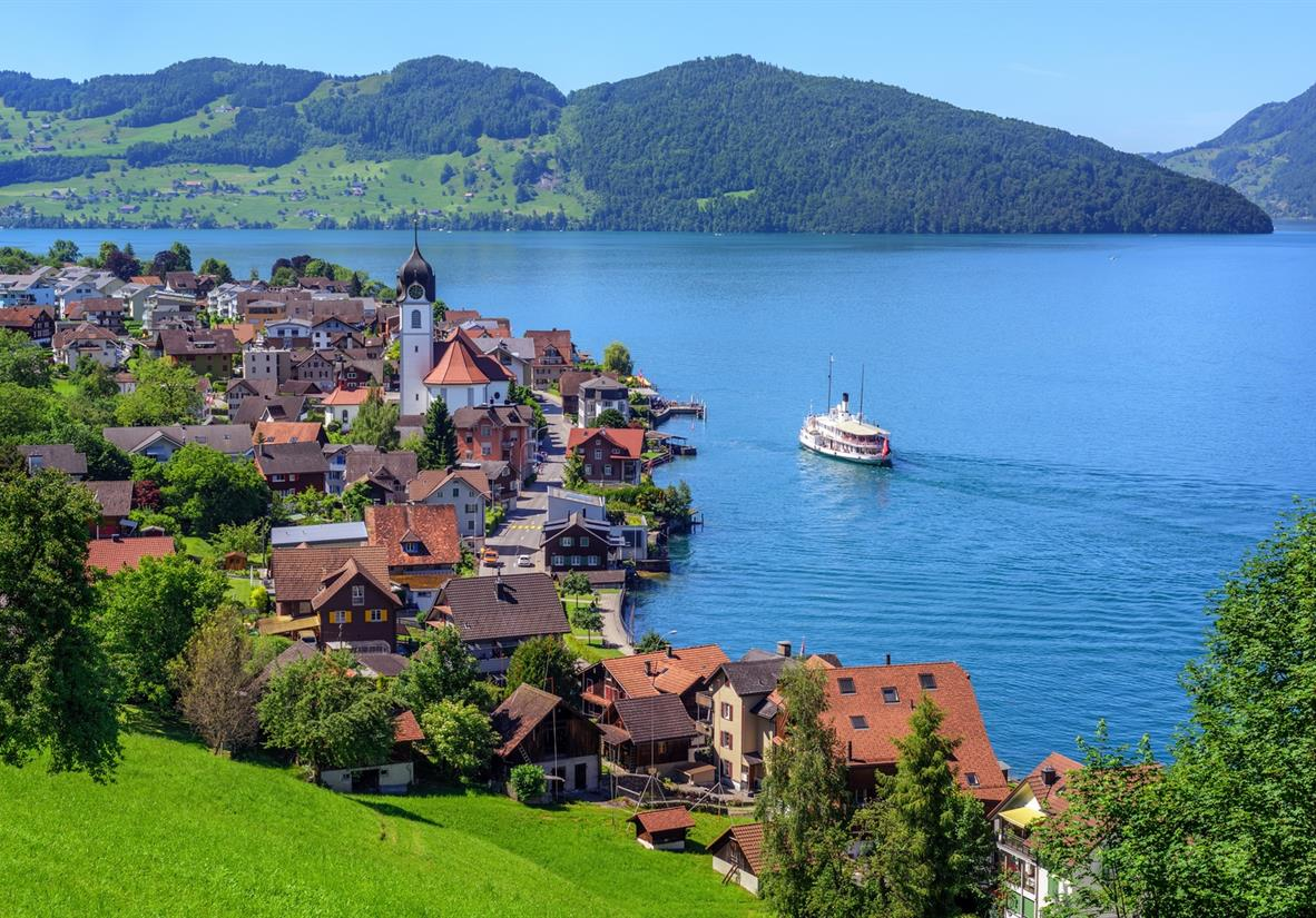 Relax in picturesque lakeside towns likeBeckenried