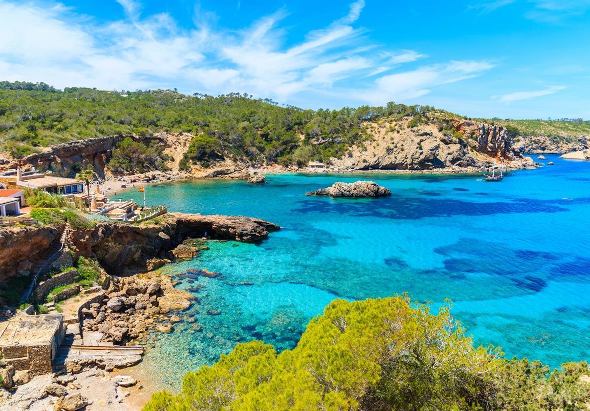 Buchten mit türkisblauem Meer