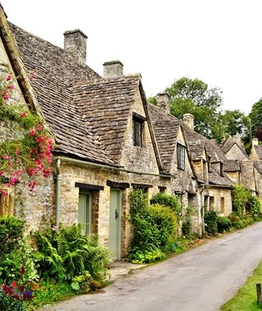 Why book your Cotswolds Walking Holiday with Macs Adventure?